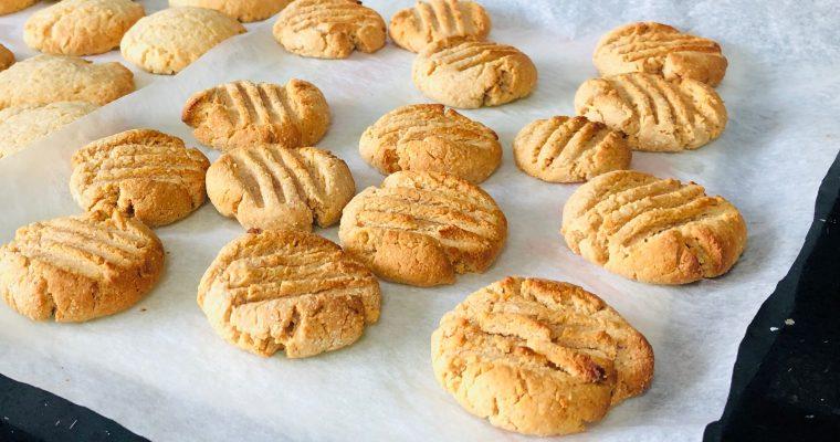 Peanut butter cookies – 4 ingredients!